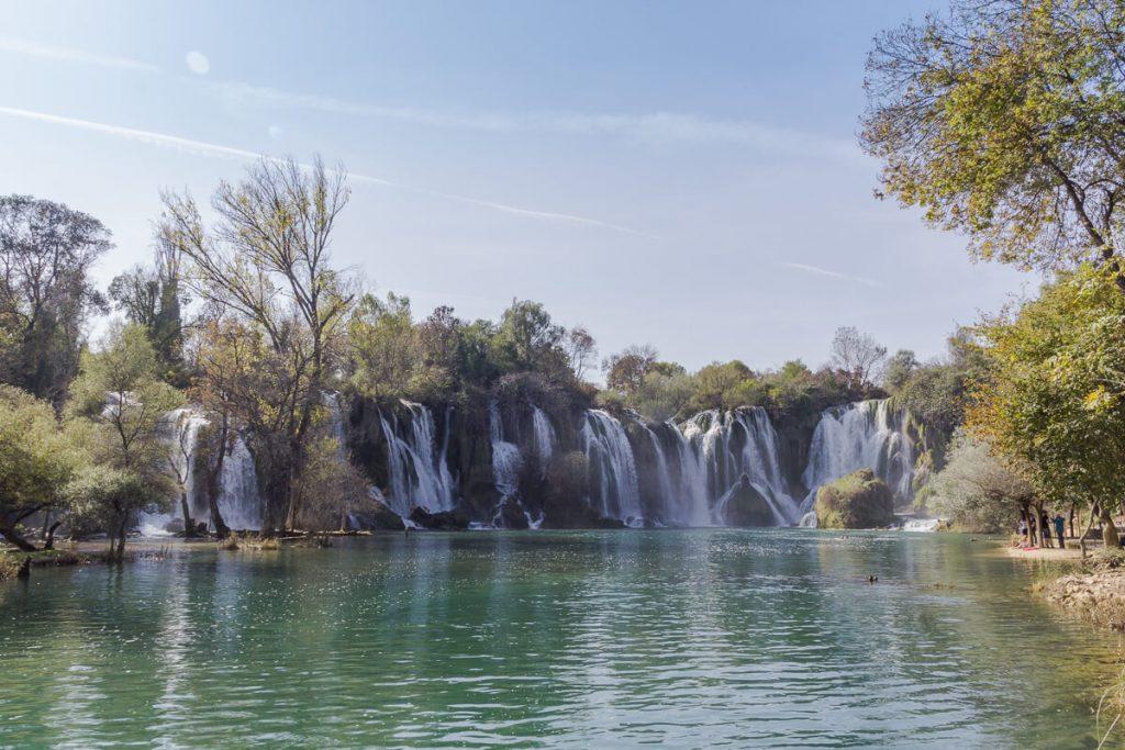 Kravica watervallen - hoog waterstand